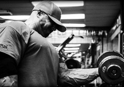 "Armtrainingsvideo mit Frank McGrath – ""The Guns Of Wrath 2"""