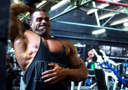 Trizeps Trainingsvideo mit IFBB Pro Evan Centopani